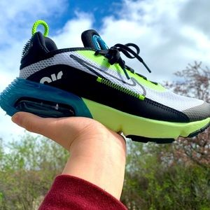 nike air max 2090 perfect condition, 6Y, 7.5 women